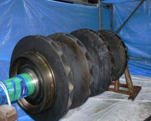 重曹ブラストによる大回転機タービンの清掃メンテナンス 施工前